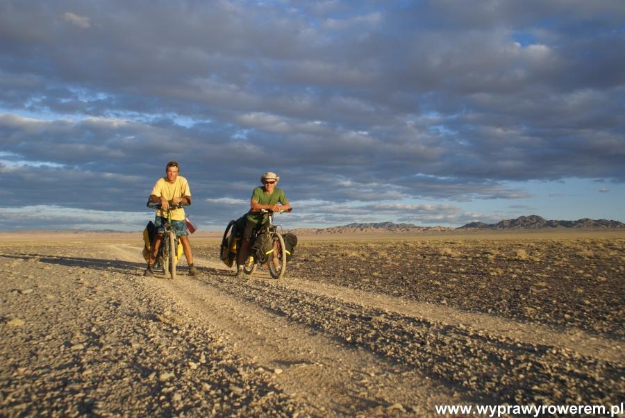 Rowerami przez pustynię Gobi 2010